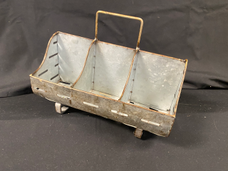 [Rustic Feed Trough Divided Caddy]